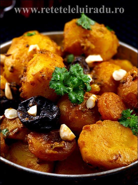 Curry de cartofi cu fructe uscate