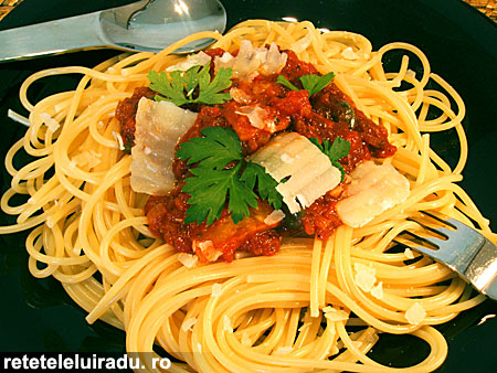 spagheteTelinaSosRosii - Spaghete cu telina si sos de rosii 1 - Retetele lui Radu