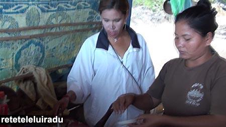 Cambodgia - Femei gatind in aer liber