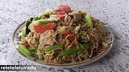 Cambodgia - Pui cu taitei si legume