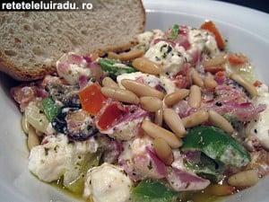salataFetamasline1 - Salată cu branza Feta si masline 43 - Retetele lui Radu