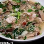 Supa de pui cu ou si ciuperci shiitake