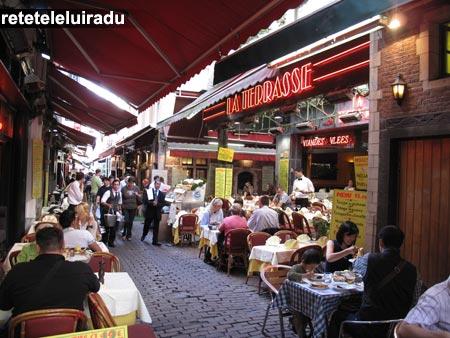 Bruxelles - restaurante de pe Rue des Bouchers