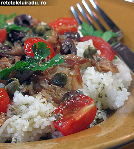 salataPeste AfumatCapereMaslineOrez - Salata cu peste afumat, masline, capere si orez 1 - Retetele lui Radu