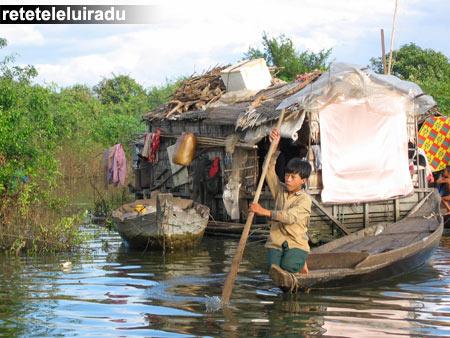 Sat de pescari pe lacul Ton Le Sap, Cambodgia