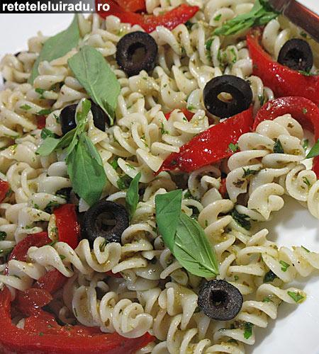 salata de paste cu ardei murati1 - Salata de paste cu ardei murati 1 - Retetele lui Radu