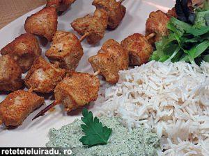 Frigarui de pui cu orez si sos de coriandru si menta1 - Frigarui de pui cu orez si sos de coriandru si menta 35 - Retetele lui Radu