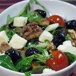 Salata cu branza mozzarella si nuci