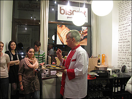 Demonstratie la magazinul Biscuit, Bucuresti