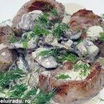 Muschiulet de porc cu sos de ciuperci