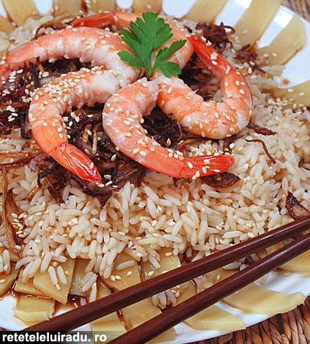 Salata de creveti cu muguri de bambus si sos picant