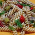 Salata de paste cu peste afumat