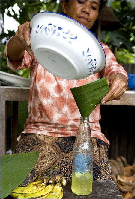 Ulei de cocos virgin. Sursa foto: http://eatingasia.typepad.com