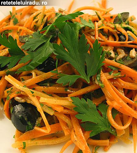 salata morcov patrunjel seminte1 - Salata de morcovi, cu patrunjel si seminte 1 - Retetele lui Radu