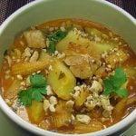Curry galben de pui cu cartofi si porumb tanar