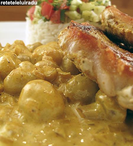 Cotlete de porc cu sos auriu