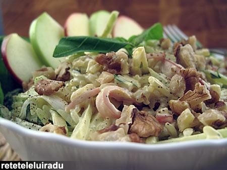 Salata de orez cu mere si ierburi aromate