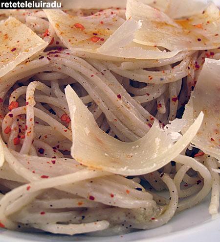 spaghete cu usturoi - Spaghete cu usturoi 1 - Retetele lui Radu