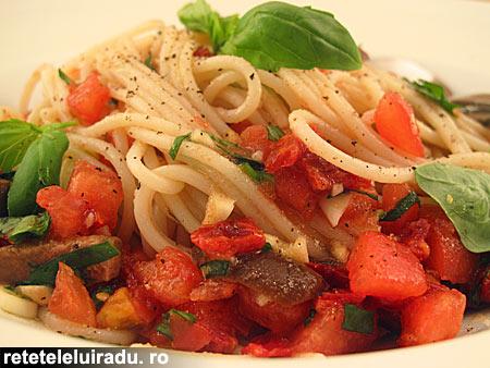 spaghete cu sos proaspat de rosii1 - Spaghete cu sos proaspat de rosii 1 - Retetele lui Radu