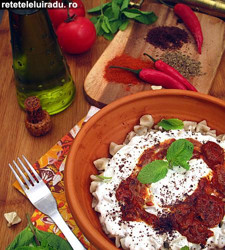Kayseri Mantisi cu sos de iaurt