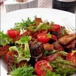 Salata de ficatei de pui cu bacon si rosii