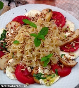 Salata de paste cu rosii mozzarella si pere2 - Salata de paste cu rosii, mozzarella si pere 47 - Retetele lui Radu
