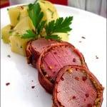 Muschiulet rulat in bacon, servit cu cartofi natur