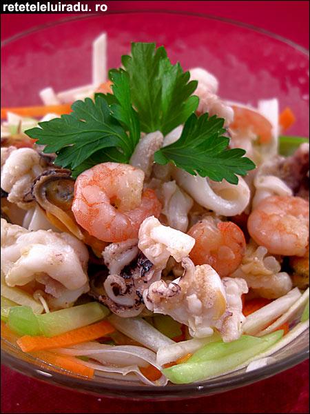 Salata de fructe de mare cu legume - Salata de fructe de mare cu legume 1 - Retetele lui Radu