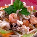 Salata de fructe de mare cu legume