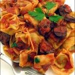 Tortellini cu carnati chorizo si sos picant de rosii