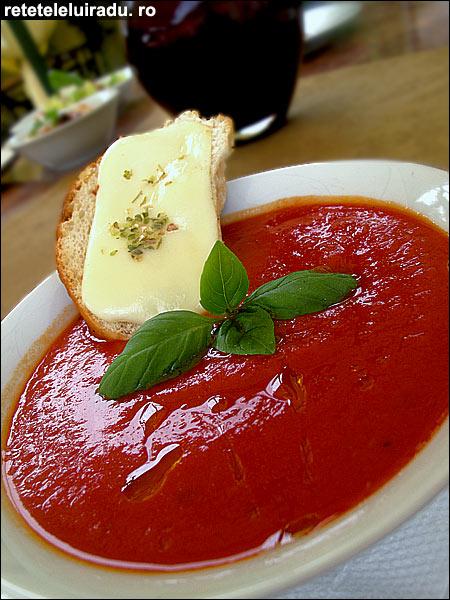 Supa crema de rosii cu mozzarella