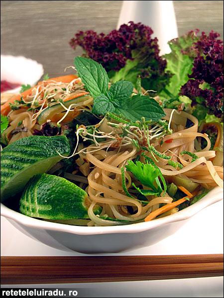 Salata de taitei cu ierburi proaspete - Salata de taitei cu ierburi proaspete 1 - Retetele lui Radu