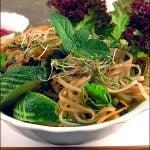 Salata de taitei cu ierburi proaspete