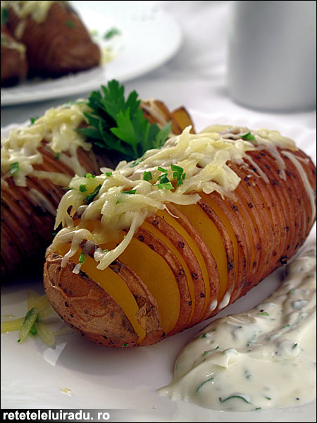 Cartofi Hasselback - reteta suedeza de cartofi la cuptor