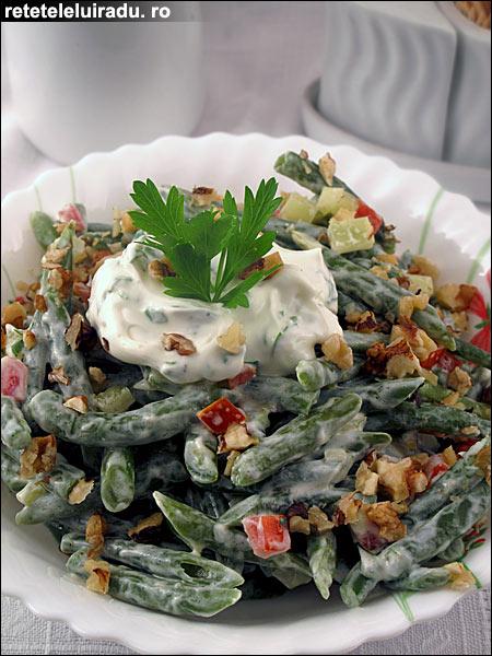 Salata de fasole verde cu branza si nuca - Salata de fasole verde cu branza si nuca 1 - Retetele lui Radu