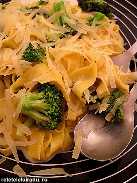 Tagliatelle cu broccoli si nucsoara - Tagliatelle cu broccoli si nucsoara 1 - Retetele lui Radu