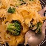 Tagliatelle cu broccoli si nucsoara
