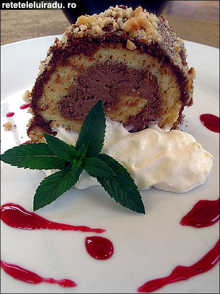 Rulada de ciocolata cu frisca1 - Rulada de ciocolata cu frisca 1 - Retetele lui Radu
