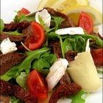 Salata de vita cu rosii, rucola si Brie