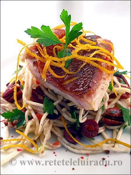 Red snapper cu salata de telina si nuci pecan - Red snapper cu salata de telina si nuci pecan 1 - Retetele lui Radu