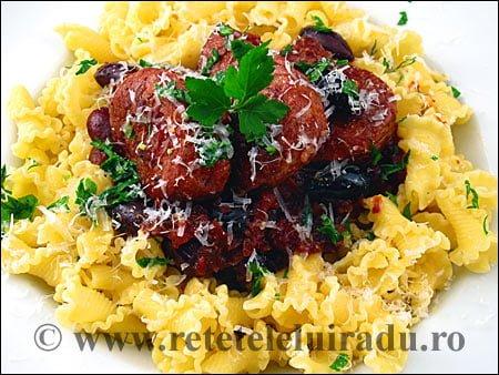 Porc cu sos de rosii usturoi si paste - Porc cu sos de rosii, usturoi si paste 1 - Retetele lui Radu
