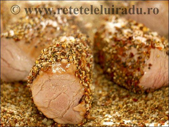 Muschiulet de porc in crusta de mirodenii