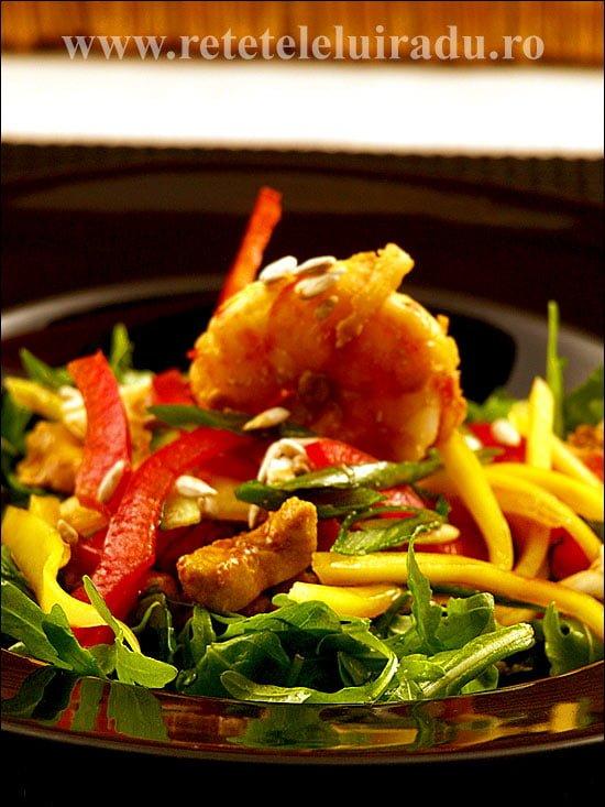 Salata de creveti cu pui si mango