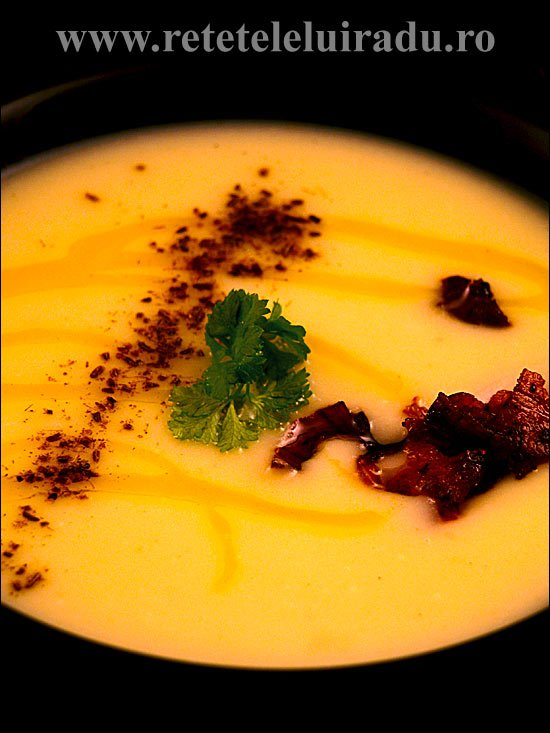 Supa crema de cartofi cu praz, chimen si bacon crocant