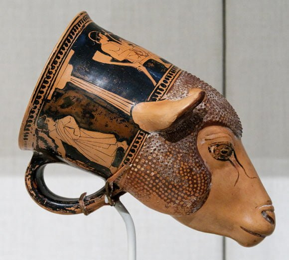 rhyton - sursa foto: commons.wikimedia.org