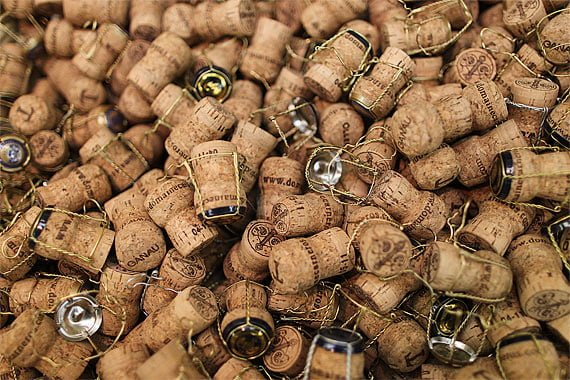Dopuri de pluta pentru sampanie - sursa foto: www.tofurious.com