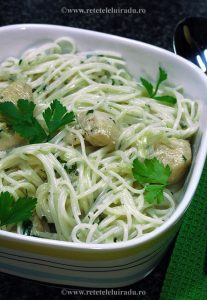 PuiGorgonzola - Pui cu spaghete si sos Gorgonzola 1 - Retetele lui Radu